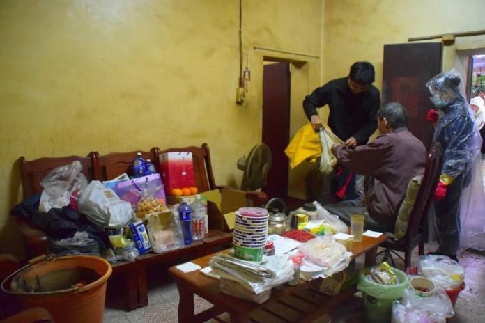 今日暖新聞》影/<b>慈濟志工</b>動員打掃清理 獨居翁住新環境