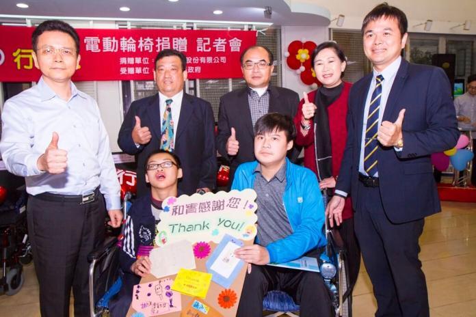 伸仁紡織捐贈電動輪椅
