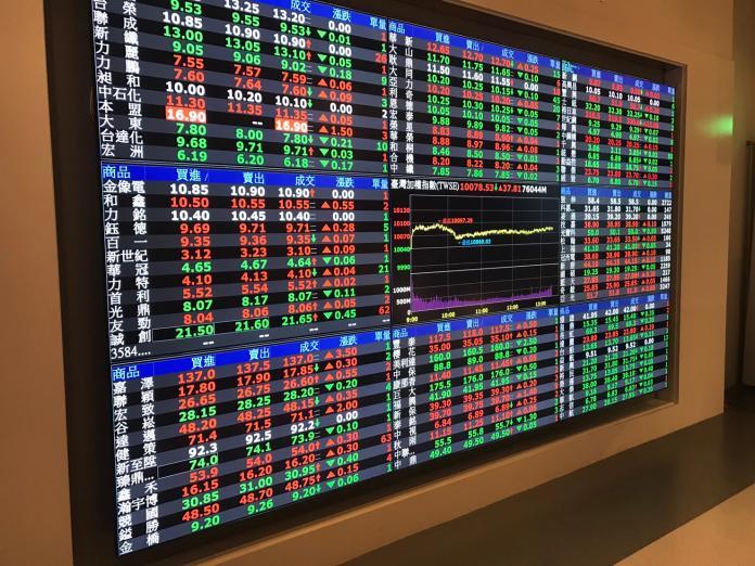 ▲台股2月27日開盤跌5.74點,加權股價指數以10385開出,隨後跌40多點。(圖/NOWnews 資料照片)