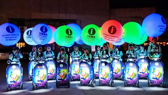 影/台灣燈會行動車隊超吸睛 民眾大讚青年志工即時服務