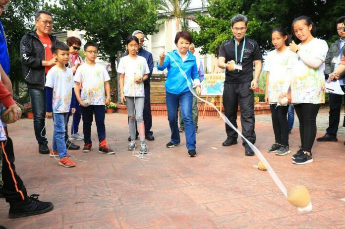 小學生拍影片邀媽媽市長 盧秀燕回應木棉樹下同樂