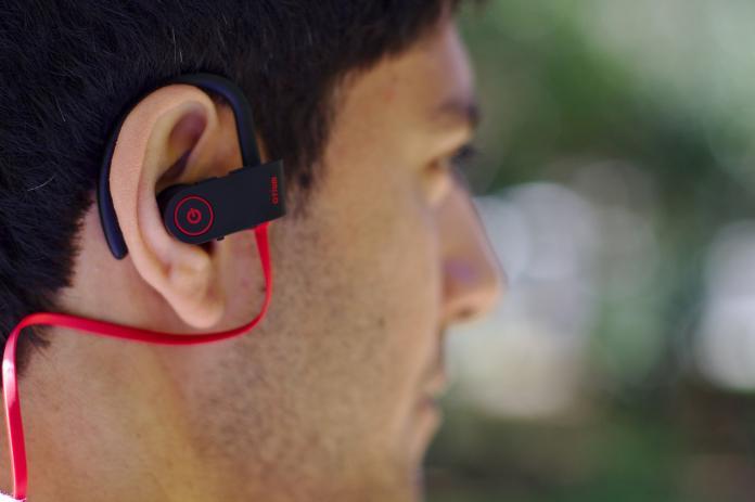 ▲一名國二學生戴耳機睡覺,隔天竟「突發性耳聾」。(示意圖/Pixabay)