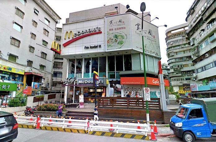 ▲高昂的租金,就連速食業龍頭都租不下去了嗎?堪稱是台北市天母西路地標的麥當勞,驚傳將在今年 6 月熄燈。(圖/翻攝自 Google Map)