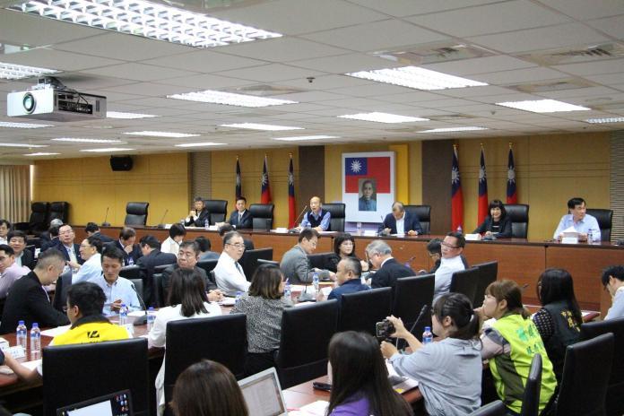 ▲高雄市政府兩岸工作小組今(4)日下午召開第一次會議,由市長韓國瑜擔任召集人。(圖/高市府提供)