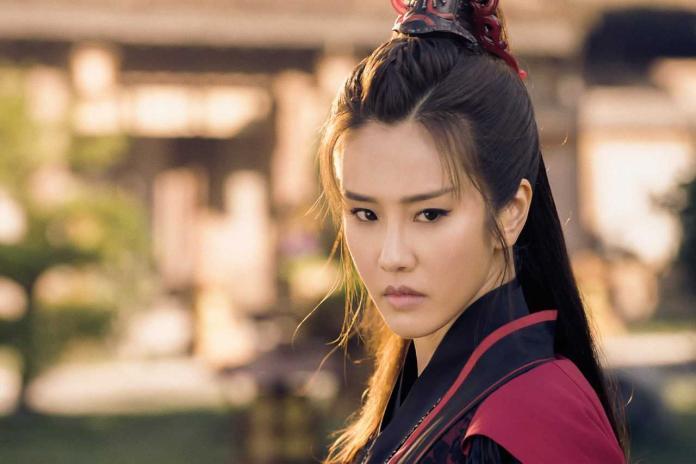 ▲黃心娣在《小女花不棄》演出柳青蕪/柳青妍。(圖/周子娛樂提供)