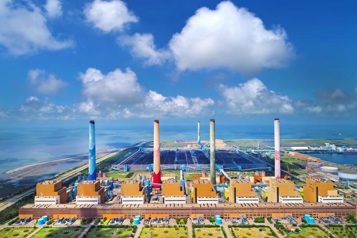 ▲台電指出,台中電廠今年至今已降載達111次,減少發電超過12億度,占全台降載電量超過5成以上,絕無置中部空汙不管的情況。圖為台中電廠(圖/台電提供)
