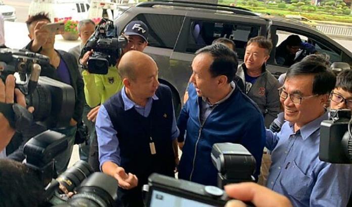 ▲前新北市長朱立倫(圖右),與高雄市長韓國瑜(左)。(圖/記者郭凱杰攝,2019.03.05)