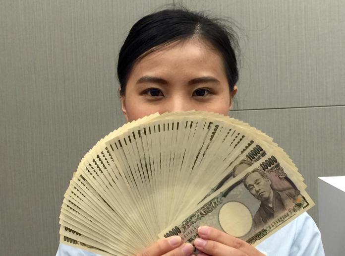 ▲安倍晉三延長緊急事態宣言,也發放每人 10 萬日圓以緩解疫情衝擊。(圖/ NOWnews 資料照)