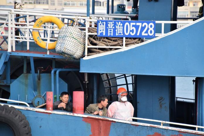 大陸漁船蛇行<b>拒檢</b> 澎湖海巡開槍制伏發現4公斤豬肉