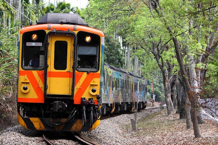 <b>集集</b>小火車失控出軌 台鐵:司機員控速不當