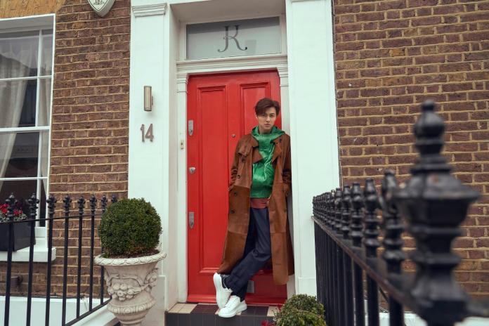 ▲王子邱勝翊赴英國倫敦拍攝寫真集。(圖/華研國際提供, 2019.03.20)