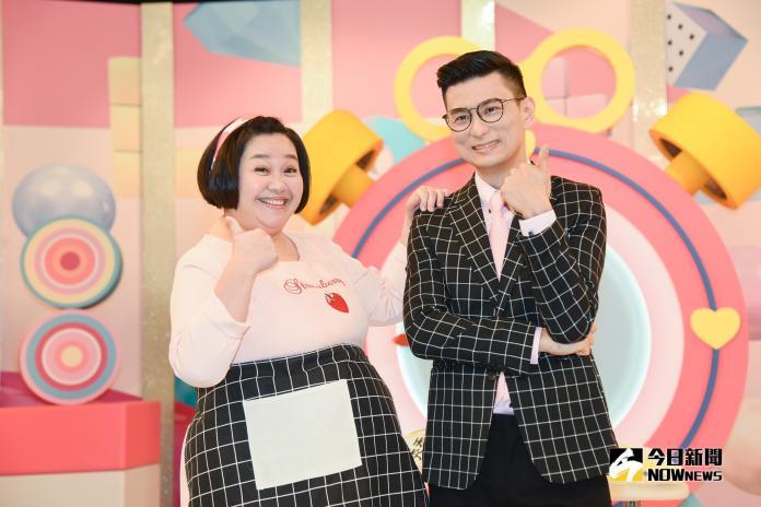 《媽媽好神》節目改版,主持人鐘欣凌(左)、黃瑽寧。(圖/記者陳明安攝,2019.03.20)