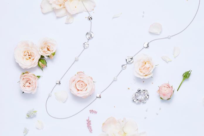 玫瑰珠寶推出適合日常佩戴的雙瓣純銀玫瑰。圖@MIKIMOTO