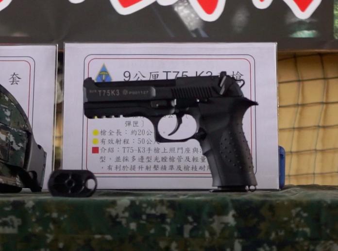 ▲9公厘口徑T75K3手槍。(圖/記者呂炯昌攝,