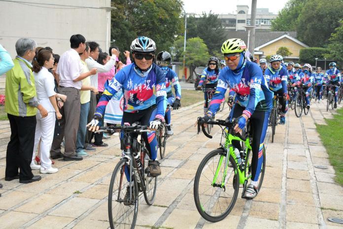 <br> ▲在楊崇銘副總監的帶領之下,這次帶領63位的自行車好手環台一周。(圖/記者陳雅芳攝,2019.03.20)