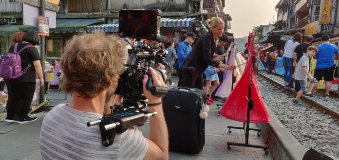 ▲德國女星克莉絲.舒茲與製作團隊赴台灣拍攝觀光宣傳短片,被台灣人情味與美食深深打動。(圖/觀光局提供)