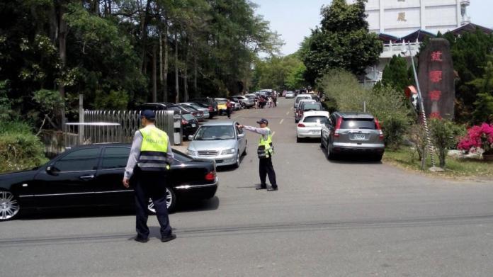 清明節掃墓,嘉義縣警察局對易擁塞的中庄地區進行交通動線規畫。