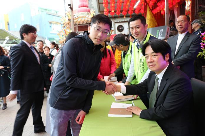 針對高雄市長韓國瑜表態不選2020,前行政院長賴清德31日質疑的表示,韓可能要親自出來說清楚。(圖/賴辦提供)