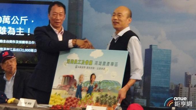 〈鴻海打造AI高雄〉郭台銘與韓國瑜簽MOU 雙引擎打