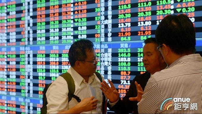 ▲ 3月20日三大法人在集中市場買超52.84億,並加碼欣興1.69萬張。(鉅亨網記者張欽發攝)
