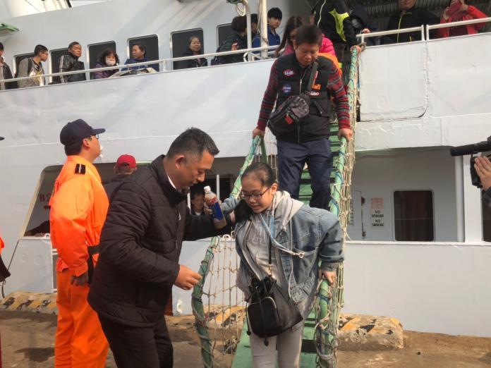 清明連假首日 金門縣府包船載361位民眾返鄉