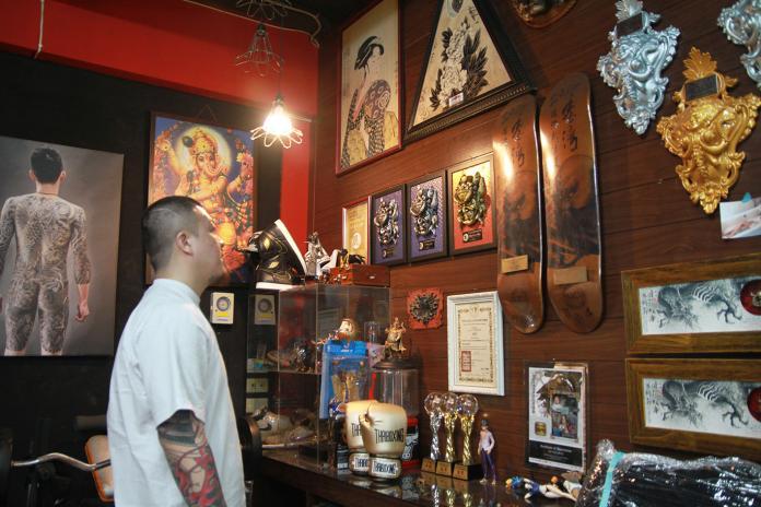 簡世旻堅持日式老傳統刺青 人體畫布微妙微肖