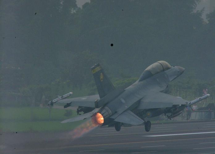 <br> ▲相隔長達12年,F-16、幻象2000、IDF經國號等三型主力戰機起降演練,下月28日將在花壇戰備道舉行漢光35號戰機起降演習。(圖/(資料照 軍方提供)