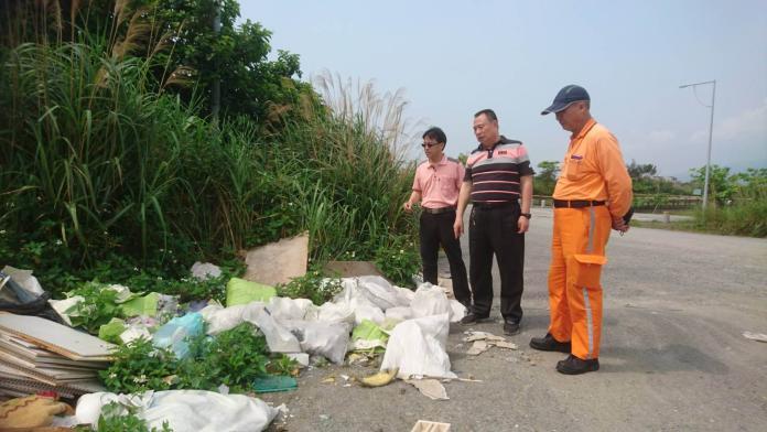 頭城烏石港邊遭倒事業廢棄物 公所揚言罰縣府