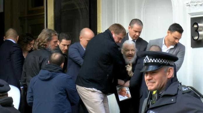 躲了7年!維基解密創辦人亞桑傑終於被捕