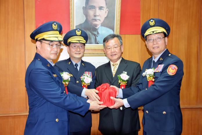 澎警長交接 賴峰偉勉「走基層、重輿論、接地氣」