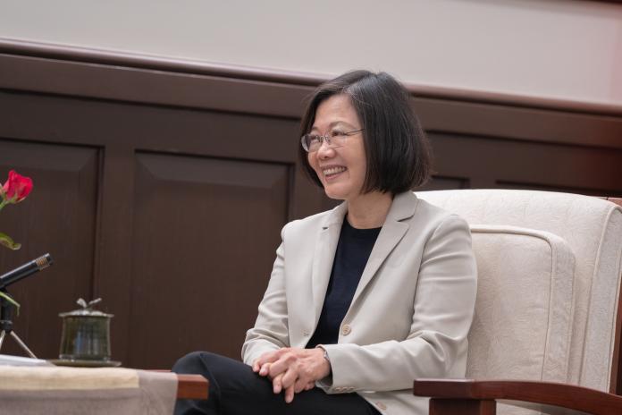 大陸學者李毅因主張武統台灣,遭移民署強制出境,總統蔡英文13日表示,李毅言論既已威脅國安,必須請他離境。(圖/總統府提供)