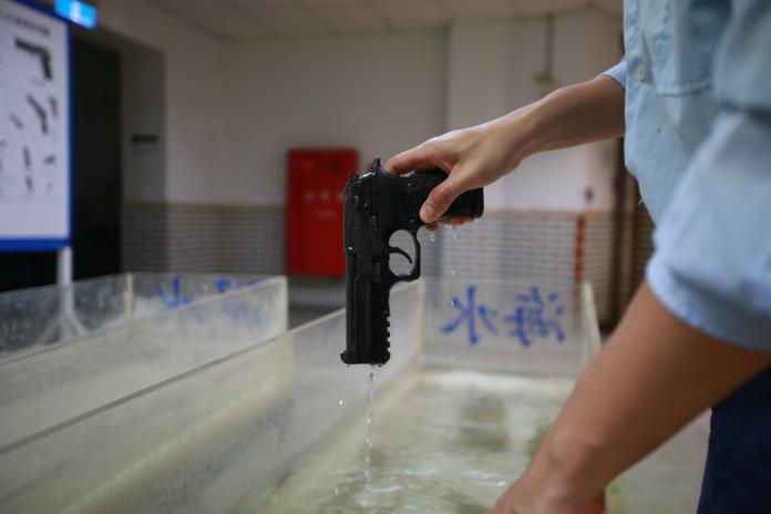 ▲軍備局205廠生產T75K3手槍,透過專業機具與嚴格品質檢驗,才能生產出優良精細的尖端武器。(圖/軍聞社提供, )