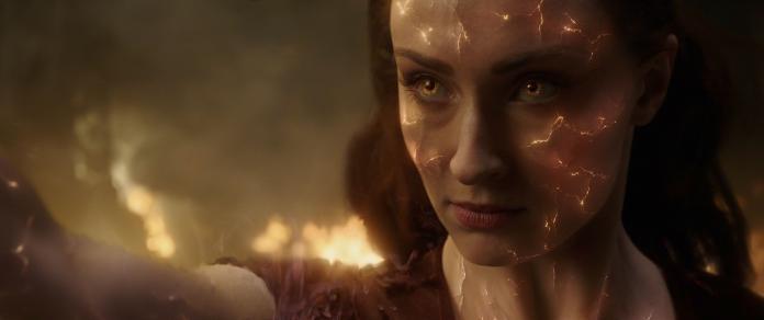 ▲蘇菲特納飾演的「琴葛雷」,吸收了前所未見的「鳳凰之力」。(圖/福斯)