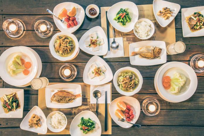 1. 「台灣宜蘭」近年有許多熱門的無菜單料理餐廳,每日依照當天時令設計不同的創意料理,讓旅客能一嚐師傅的精湛手藝。(圖片由Booking.com.._