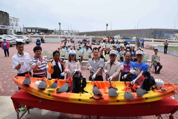 離島孩子獨享 澎湖白沙國中「湛藍之星」獨木舟下水