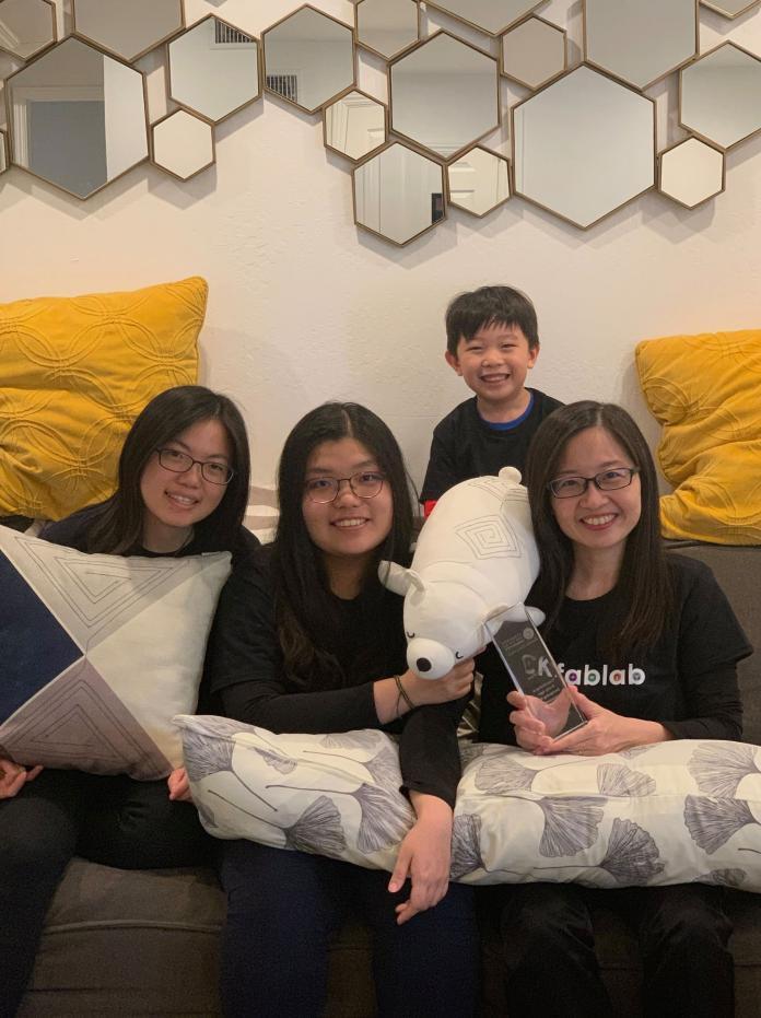 元智大學藝術設計系副教授林楚卿表示,「枕頭戰Pillow Fight」是藉由日常生活中常見的抱枕出發,結合遊戲程式,讓不同世代的親子透過動作和友誼性的競賽,拉近彼此的親近感、建立回憶。(圖/元智大學提供)