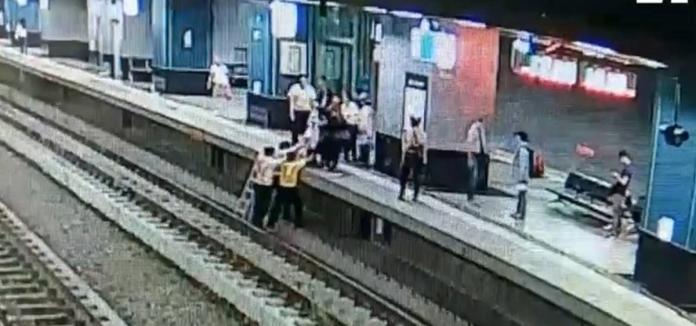 ▲台鐵鳳山站一月兩起視障旅客摔落月台意外,台鐵鳳山站將加強注意站務安全。(圖/台鐵提供)