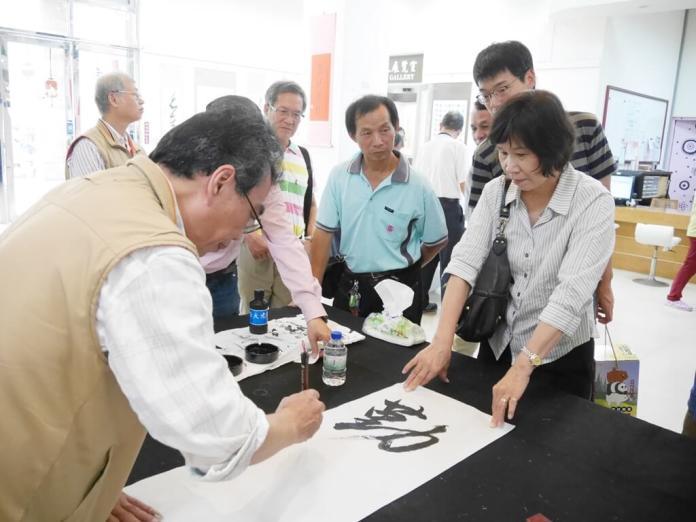 <br> ▲展出的50多幅作品都是鹿港書法大師粘文意老師與學會會員的心血結晶。(圖/記者陳雅芳攝,2019.04.21)