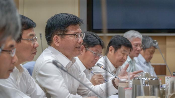 物流中心招標惹議 林佳龍讓中華郵政董座魏健宏下台