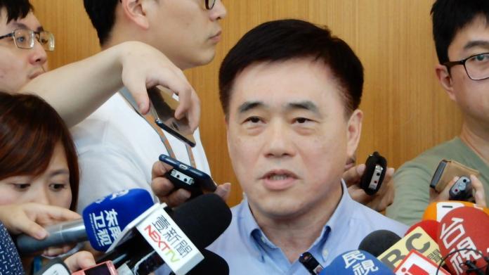 國民黨副主席郝龍斌24日表示,目前傳聞很多,但是國民黨沒有密室協商,黨應該協助韓國瑜解決他目前的困境。(圖 / 記者陳弘志攝,2019.04.24)