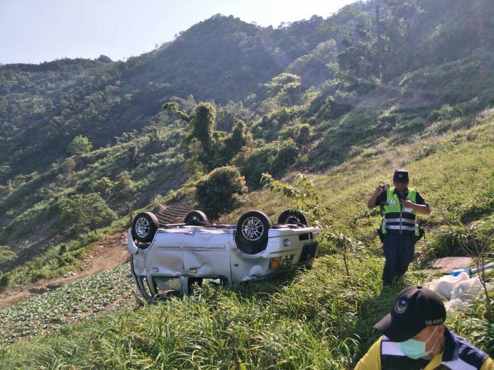 這樣太危險! 山路倒車摔30公尺邊坡受傷