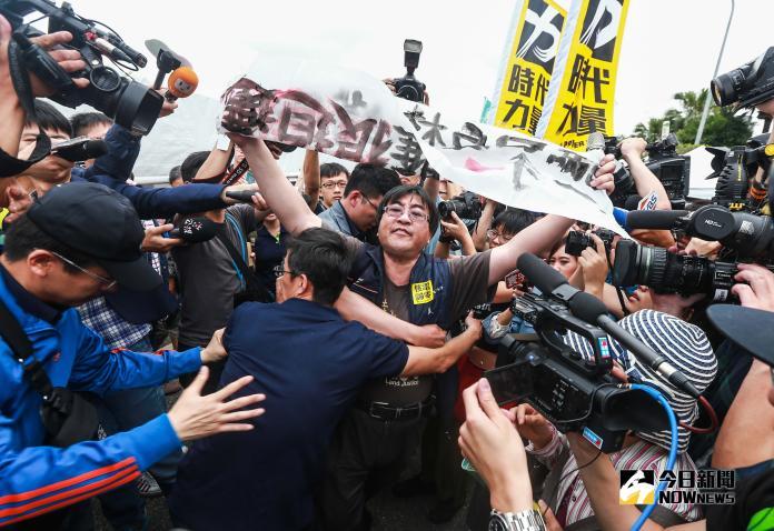 ▲反南鐵東移相關團體預告,今(25)日將赴民進黨中央黨部陳抗。(圖/資料照)