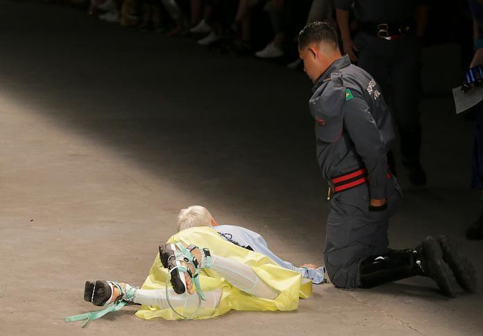 影/疑似抱病登台走秀 26歲巴西<b>男模</b>伸展台猝死