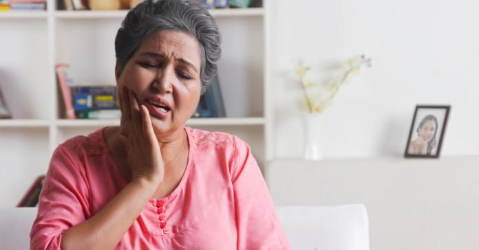 ▲醫師提醒,牙周病若長期不處理,恐提高腦中風、心臟病、糖尿病、關節炎和孕婦早產的風險,建議及早治療。(圖/ingimage)