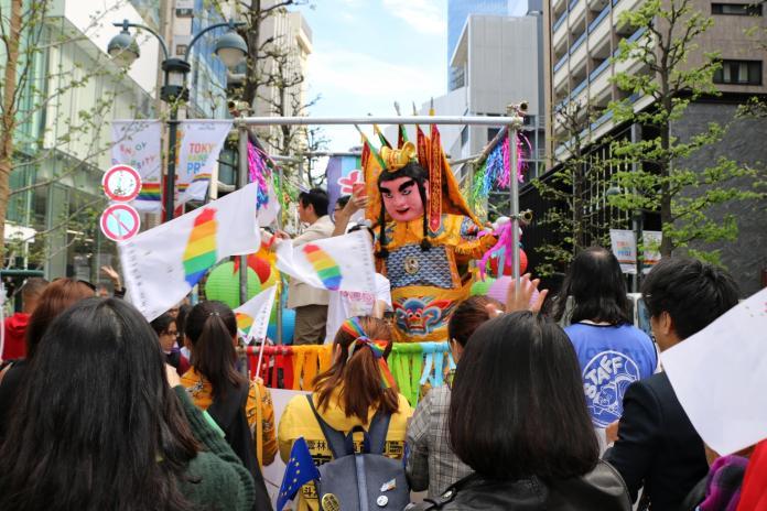 524慶同婚 東京同志大遊行台灣「囍幛」高掛