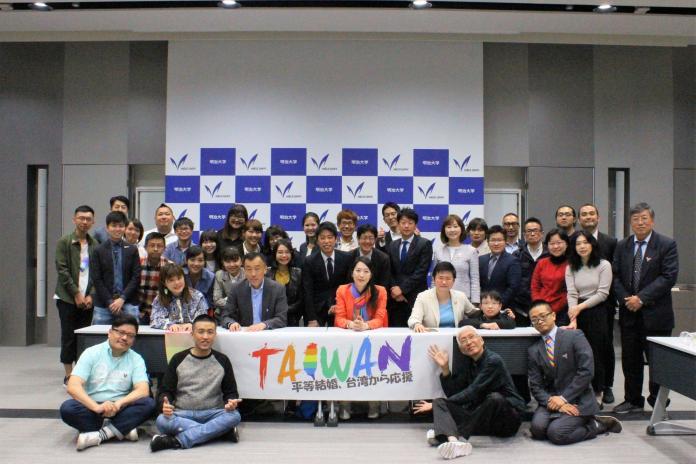 本次赴日參加遊行,台灣議員也向參與活動的日本議員分享選舉過程中和保守選民互動、溝通的經驗,雙方也針對如何進行LGBT友善市政進行討論。(圖/伴侶盟提供)