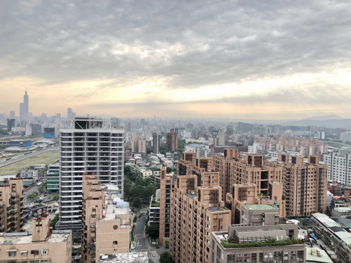 NOWNEWS0430_(主稿照片1)南港區百坪名宅部分跌價1至2成