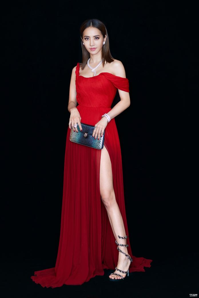 ▲寶格麗品牌代言人蔡依林,以紅色禮服出席 SerpentiForm 靈蛇傳奇珠寶藝術展點燈儀式。(圖/BVLGARI提供)