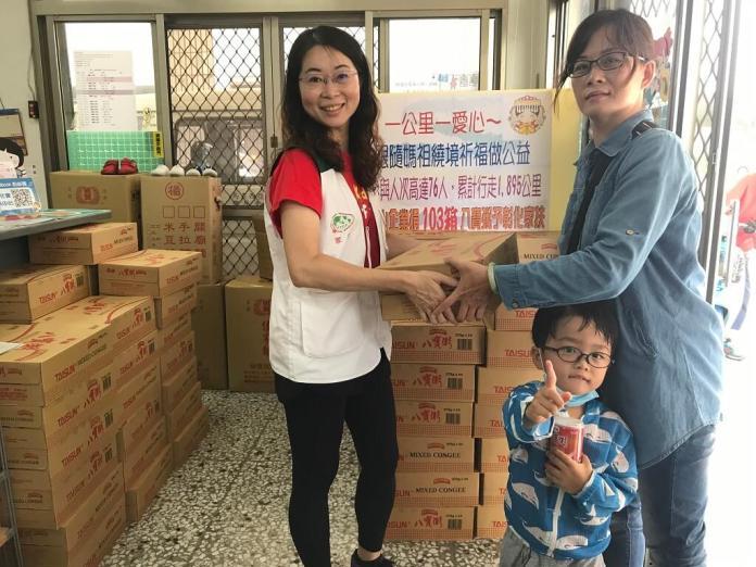 <br> ▲家長開心地說「感謝泰山企業,讓孩子們下課後能有營養的點心吃」。(圖/記者陳雅芳攝,2019.04.30)