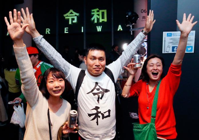 <br> ▲日本民眾「跨年」迎接令和時代。(圖/美聯社/達志影像)